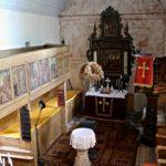 Kirchenschiff mit den an der Ostwand freigelegten spätmittelalterlichen Kalkmalereien (c) Hans-Dieter Rammelt