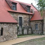 Südansicht mit barocken Grabsteinen (c) Hans-Dieter Rammelt